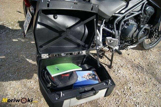Triumph Explorer XC maleta abierta