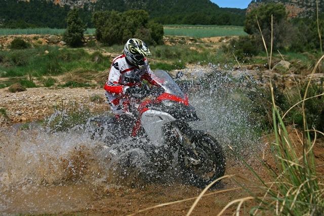 Ducati Multistrada 1200 Enduro arroyo puesto en pie