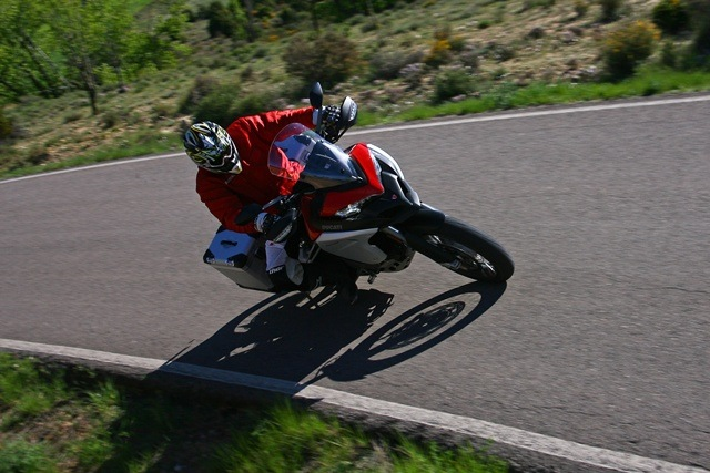 Ducati Multistrada Enduro llegando desde arriba