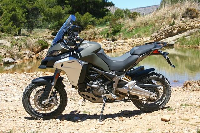 Ducati Multistrada 1200 Enduro sola gris perfil