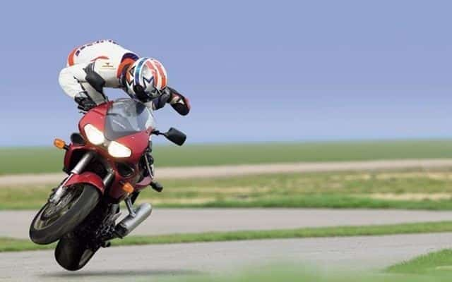 susto y caida en moto vaivén