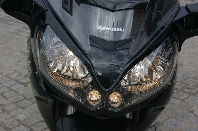 kawasaki gtr 1400 luces