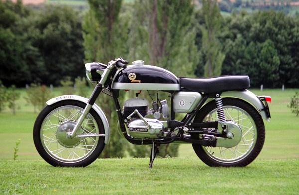 Relato de la moto Premiado por RNE metralla mk2 izquierda