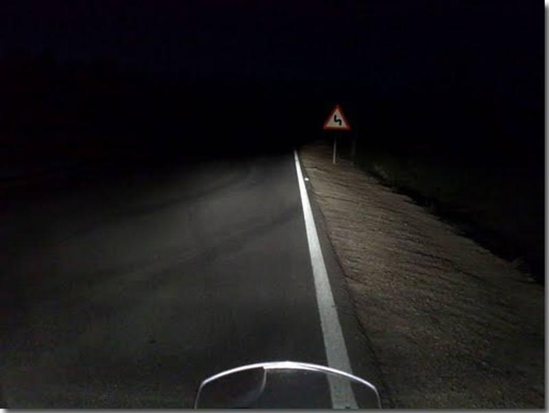Relato de la moto Premiado por RNE carretera de noche