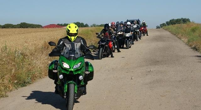 Kawasaki Versys 1000 con un grupo