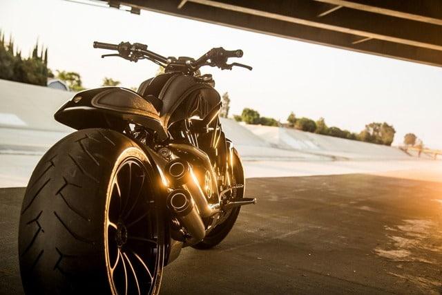 La Ducati XDiavel de Sturgis a contraluz