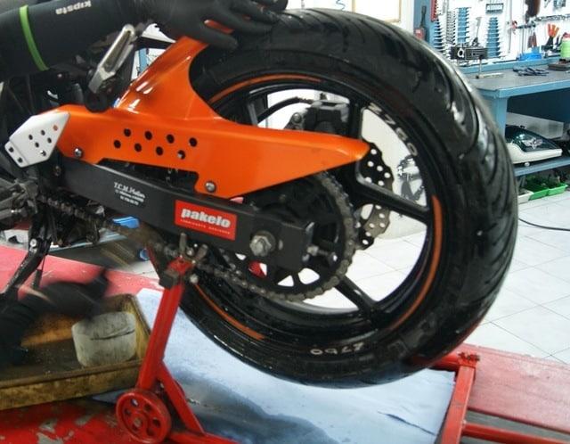 Spray Pakelo cadena moto kawa z 750 engrasada