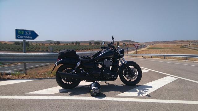 Triumph Thunderbird Nigthstorm carretera