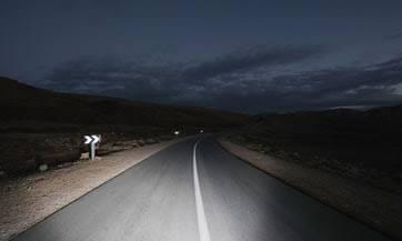 Relato de la moto Premiado por RNE carretera solitaria de noche