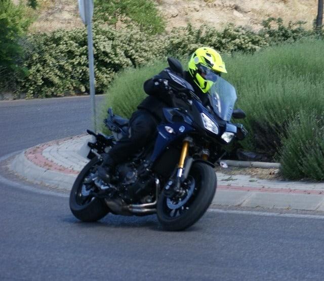 Yamaha MT 09 Tracer frente tres