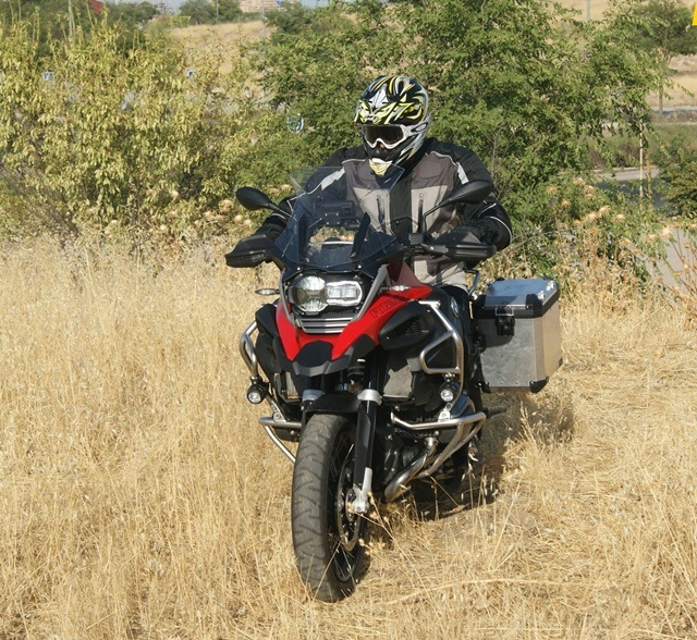 BMW R 1200 GS Adventure en campo