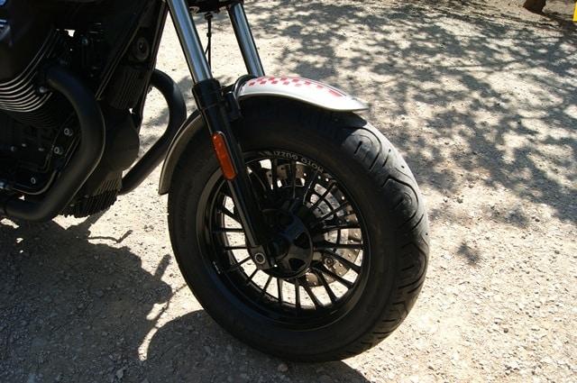 Guzzi V9 Bobber rueda sin disco