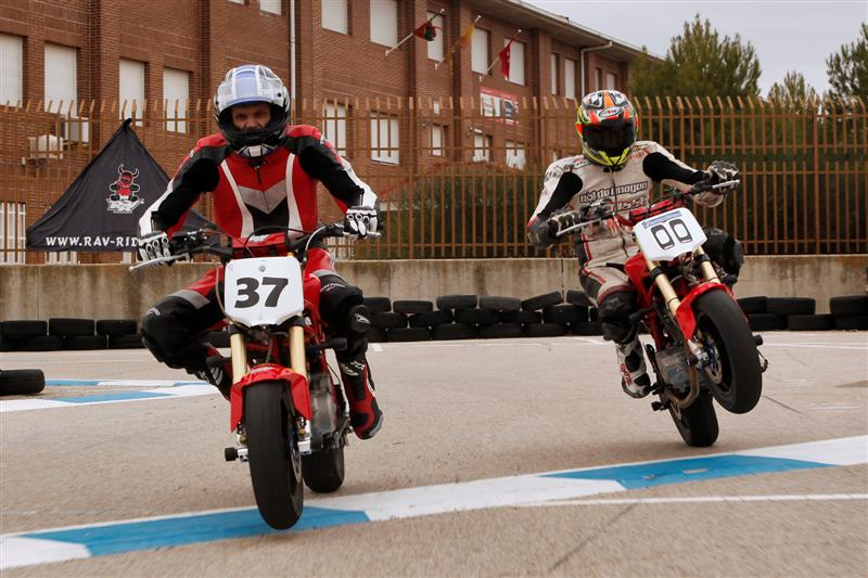 rav Naked moto3