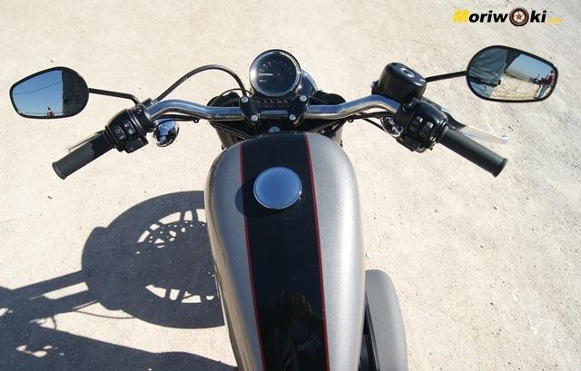 Harley Davidson sportster roadster posición