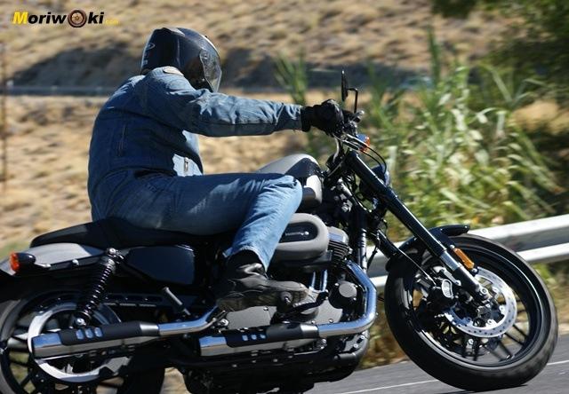 Harley Davidson sportster roadster paso primer plano