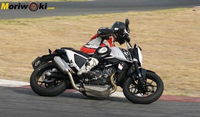 KTM Duke 690 modelo 2016: El Espíritu de la Diversión