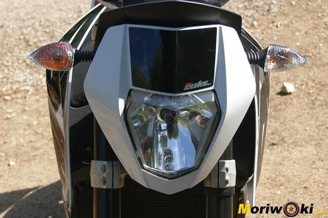 KTM 690 Duke prueba a fondo faro