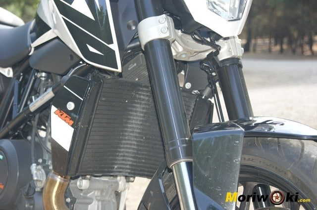 KTM 690 Duke prueba a fondo motor