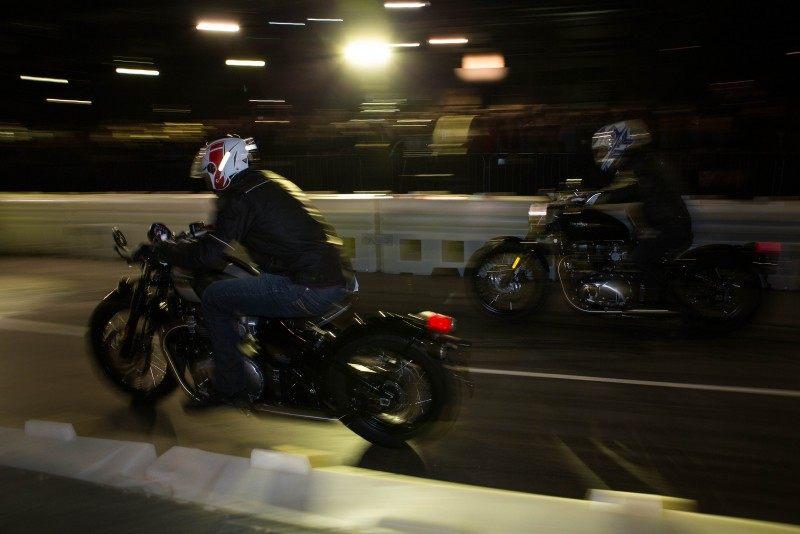Nueva Triumph Bonneville Bobber dos de noche