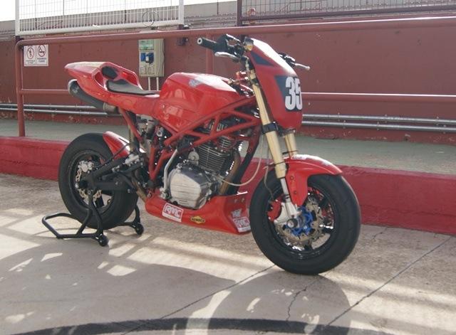RAV Naked Moto· Circuito Grande Pit lane 1