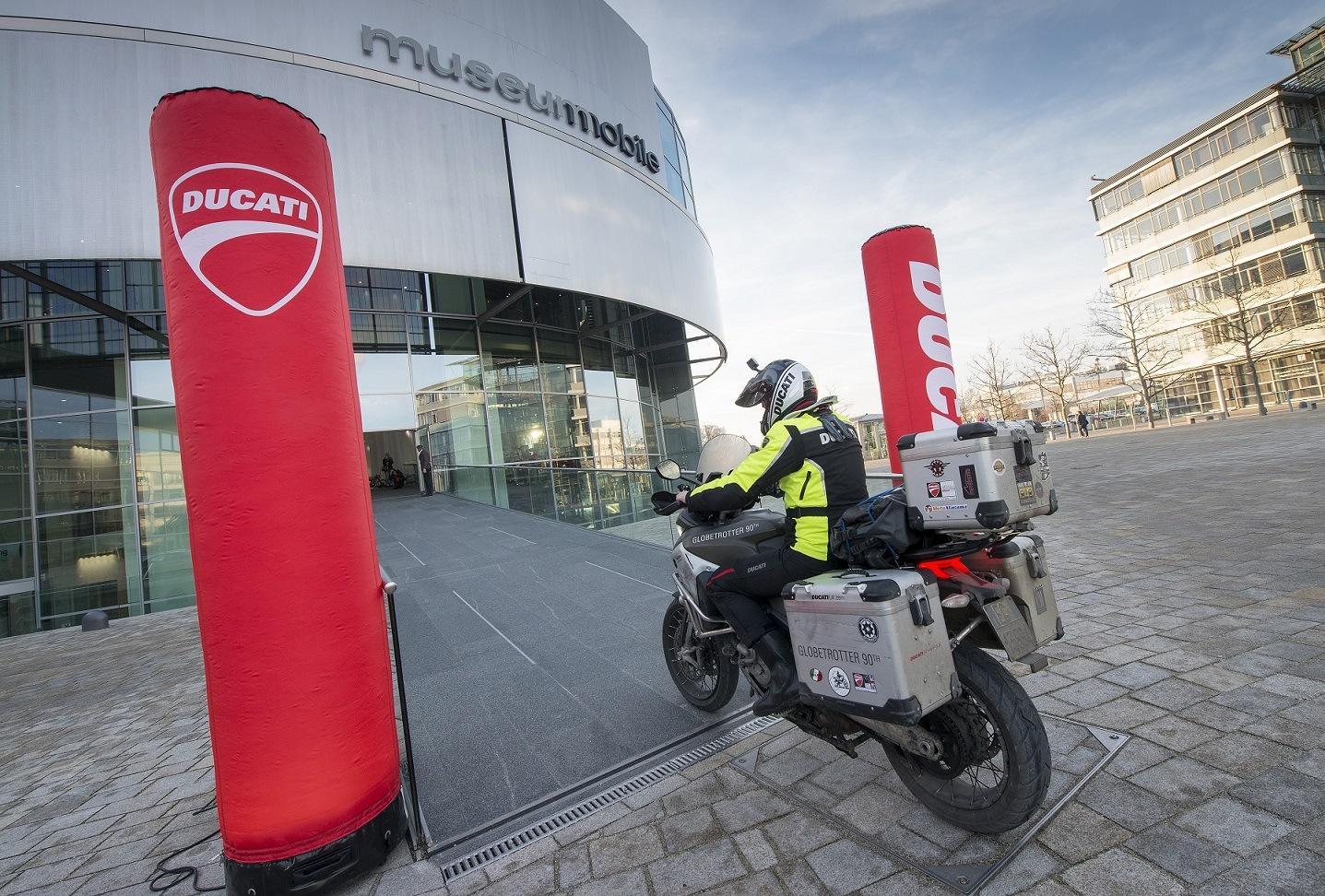 Ducati Multistrada 1200 Enduro Globetrotter llegando