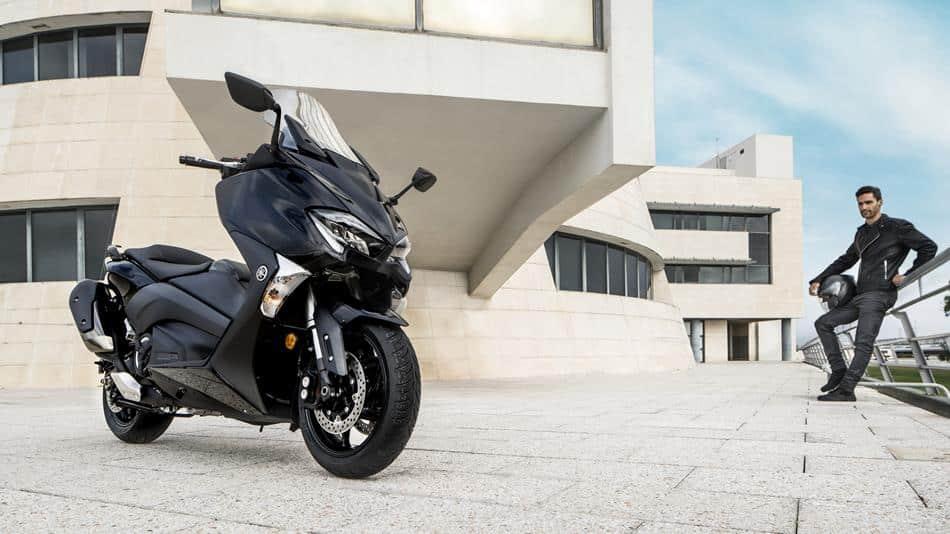2017-Yamaha-T-MAX-ABS 2