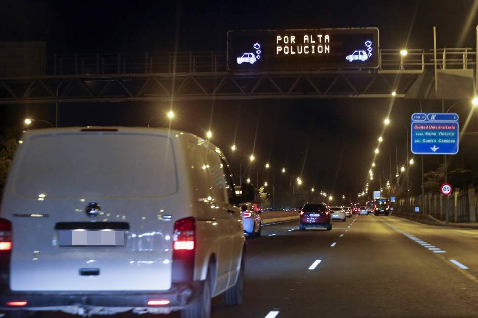 Velocidad limitada contaminación luminoso