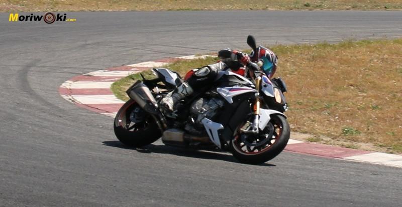 La BMW S1000R no es una moto tan incómoda.