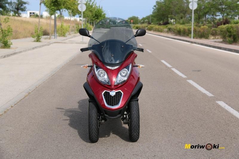 Visión frontal Los mejores scooters de tres ruedas. Piaggio MP3 LT 500 Bussines.
