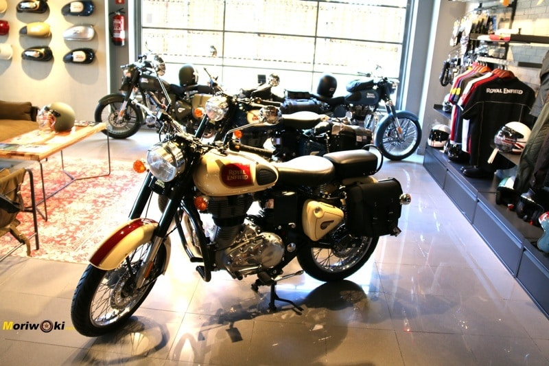 Royal Enfield Madrid crema