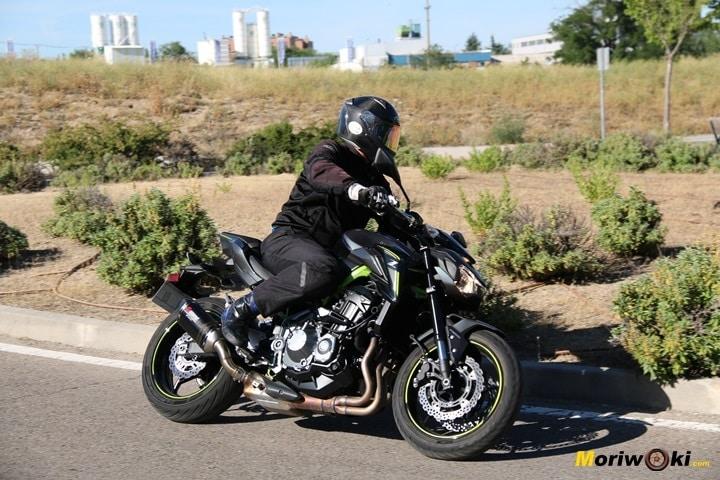 Kawasaki Z900 en acción. Mejores moto carné A-2