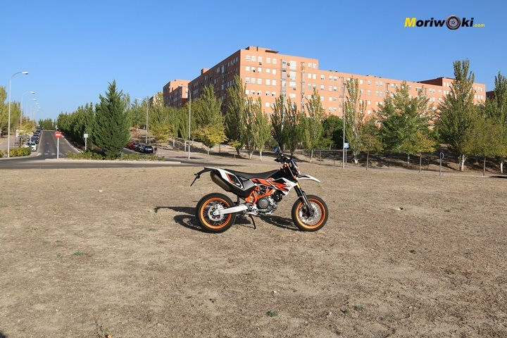 KTM 690 SMC R IMG_0657