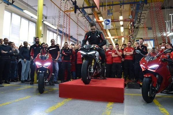 Ducati Panigale V4: La más bella de Milán