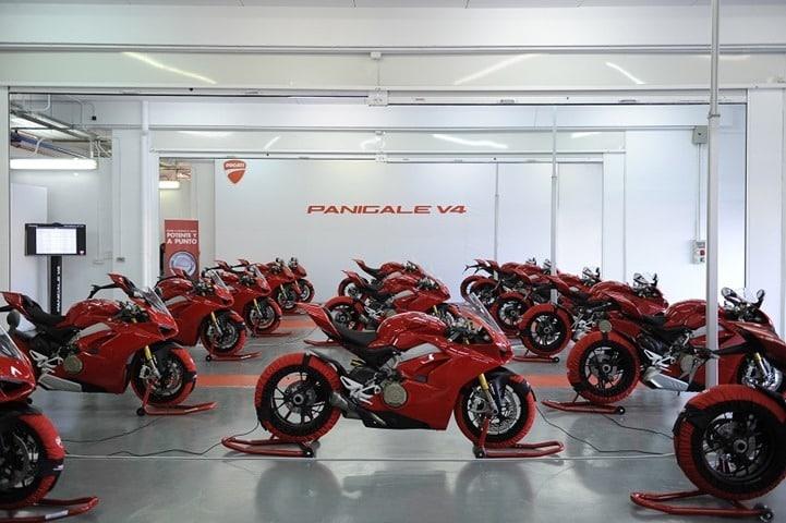 Ducati Panigale V4 presentación internacional Valencia grupo