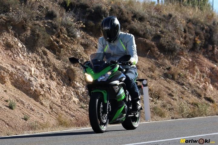 Frenada exigente con una Kawasaki Ninja 650.