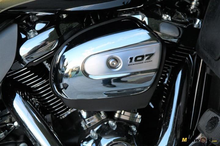 Tapa del filtro de aire de una Harley con motor de 107 pulgadas cúbicas.