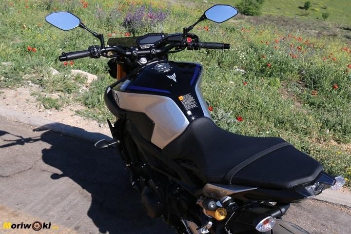 Prueba Yamaha MT-09 SP detalle de la posición