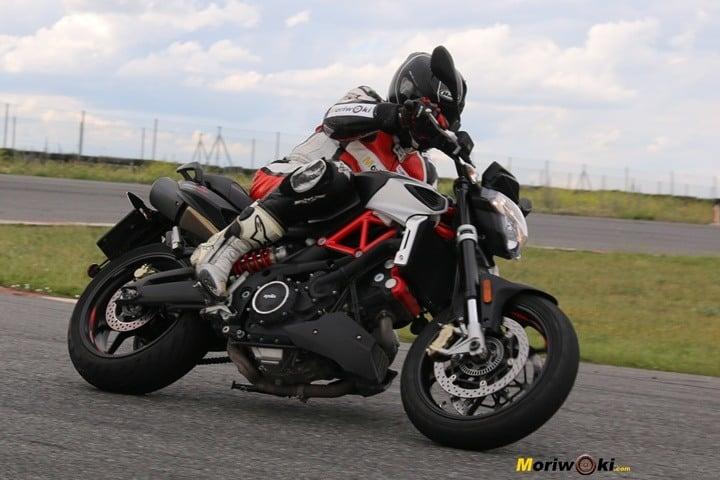 Aprilia Shiver 900 en la selección de las mejore motos para el carné A-2.
