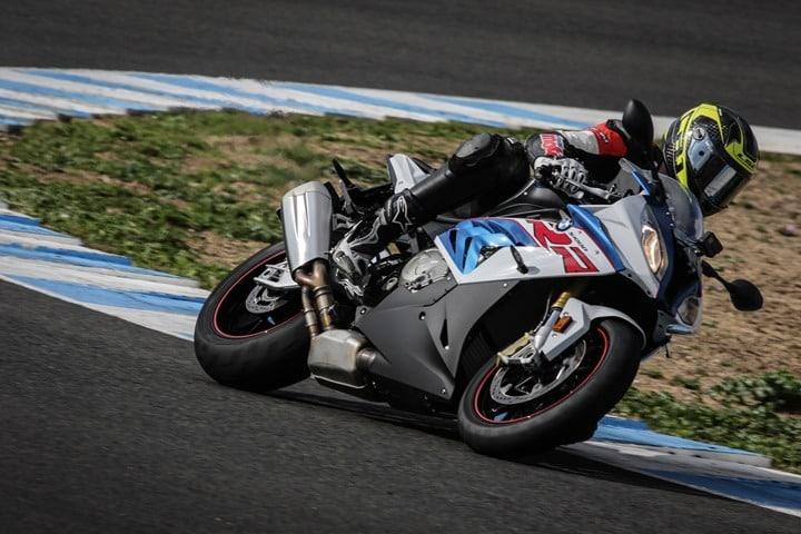Isma Bonilla probando en Jerez la BMW S1000RR para Moriwoki.com