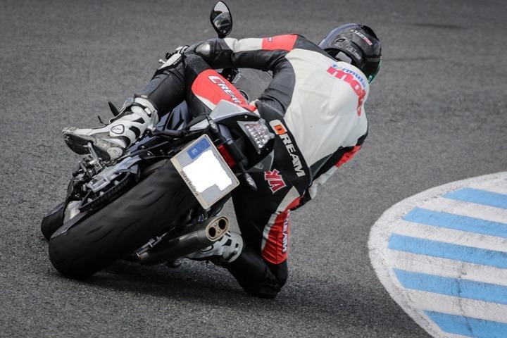 El estilo personal e inconfundible de Isma Bonilla sobre una moto