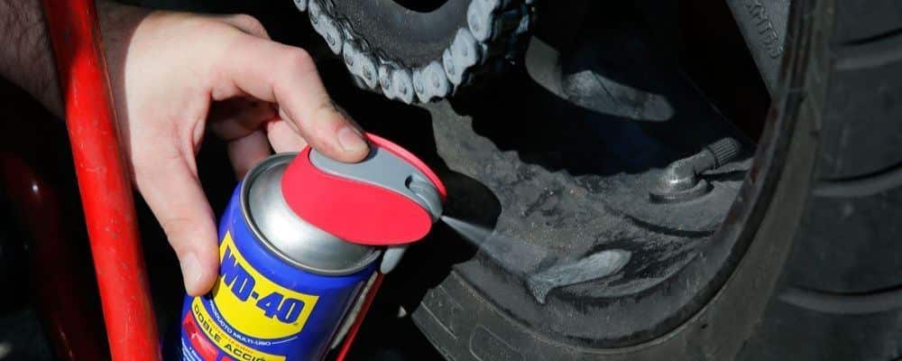 ¿Cómo limpiar las llantas de la moto?