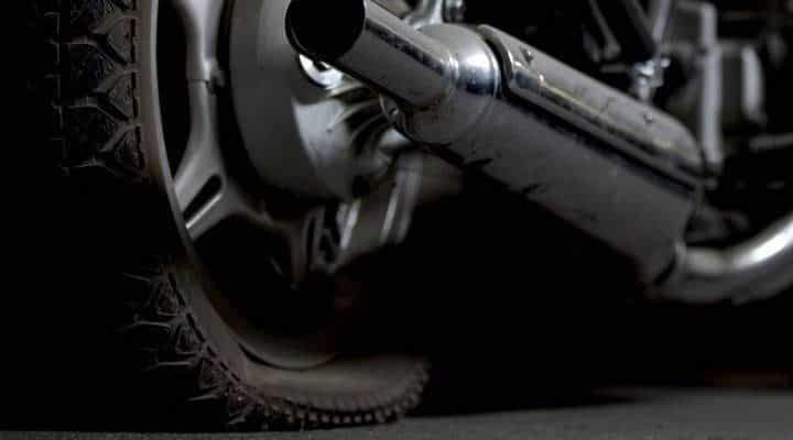 Pasos para reparar pinchazo moto