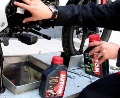 como cambiar el aceite de la moto