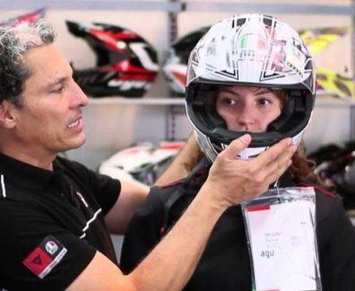 elegir talla de un casco para moto