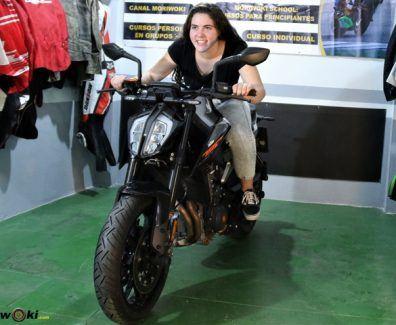 Como es una moto naked PORTADA