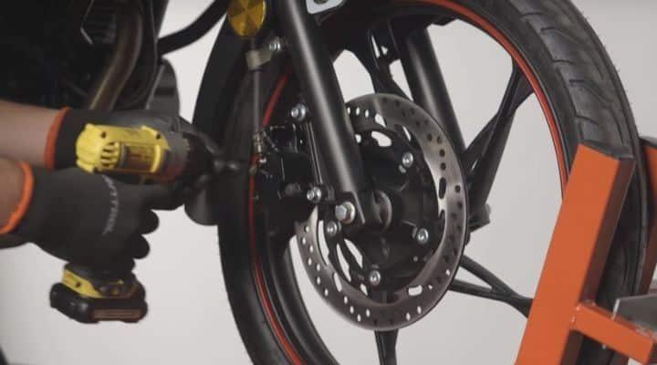 Desmontar pinzas de freno moto