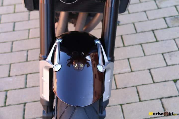 Kawa Z900RS, detalle de la aleta delantera