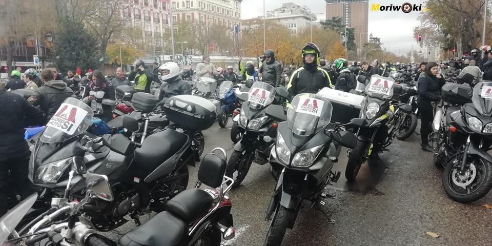 Madrid en moto carteles en V Stroms