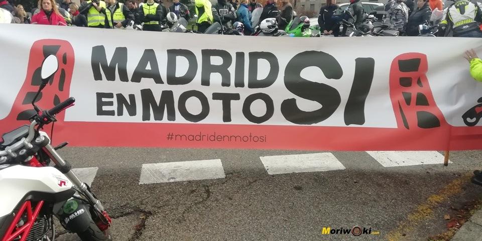 Pancarta de Madrid en moto sí