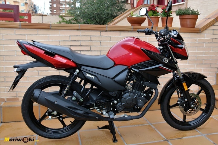 Prueba Yamaha YS125 perfil derecho
